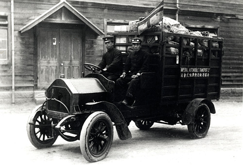 図1 明治40年代の最初の郵便自動車