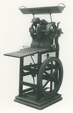 図1 足踏式押印機